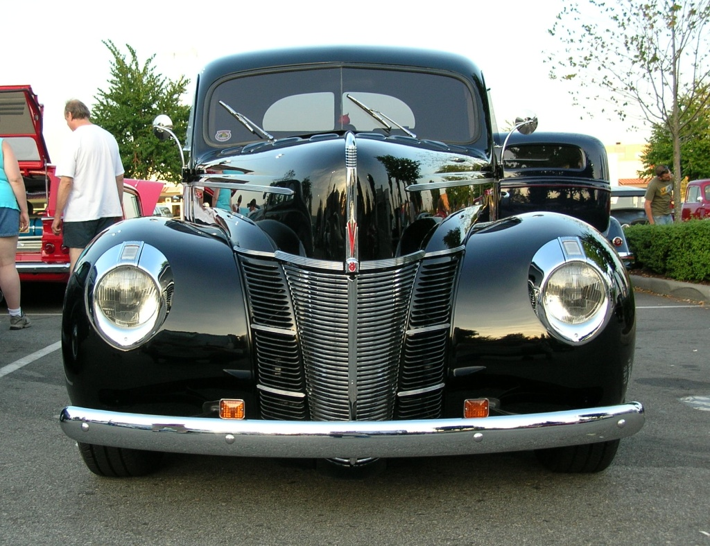 1940 Ford 2dr [mod] front low =Sq Wheels.jpg